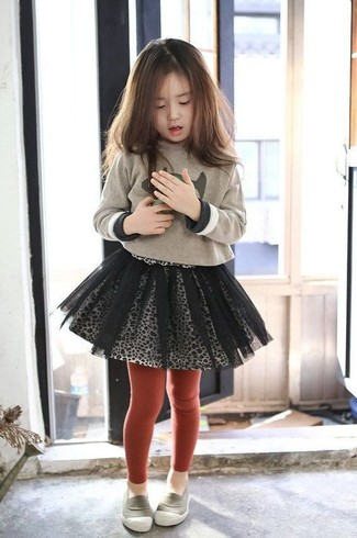 How to wear: red tights, grey loafers, grey tulle skirt, beige print sweater