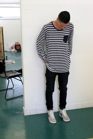 How to wear: grey low top sneakers, black skinny jeans, white and black horizontal striped long sleeve t-shirt