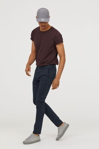 How to Wear Navy Chinos: A dark brown crew-neck t-shirt and navy chinos are a wonderful combination to have in your casual rotation. Let your outfit coordination savvy truly shine by rounding off your ensemble with a pair of grey suede low top sneakers.