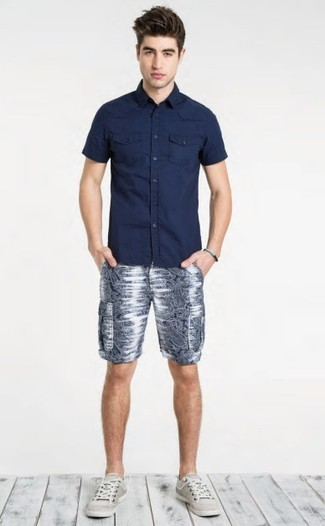 How to wear: grey low top sneakers, navy print shorts, navy short sleeve shirt