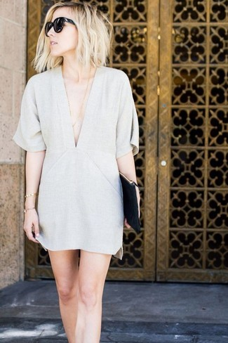 How to wear: grey shift dress, black leather clutch, black sunglasses