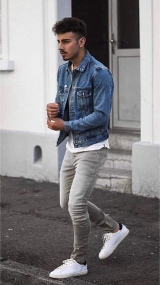 How to wear: white leather low top sneakers, grey skinny jeans, white crew-neck t-shirt, blue denim jacket