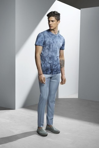 How to Wear Light Blue Dress Pants For Men: A light blue tie-dye crew-neck t-shirt and light blue dress pants are the kind of a fail-safe combo that you so terribly need when you have no time. Complement your outfit with grey leather slip-on sneakers to make a mostly classic getup feel suddenly edgier.