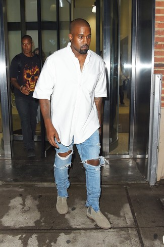How to wear: grey suede chelsea boots, light blue ripped jeans, white short sleeve shirt