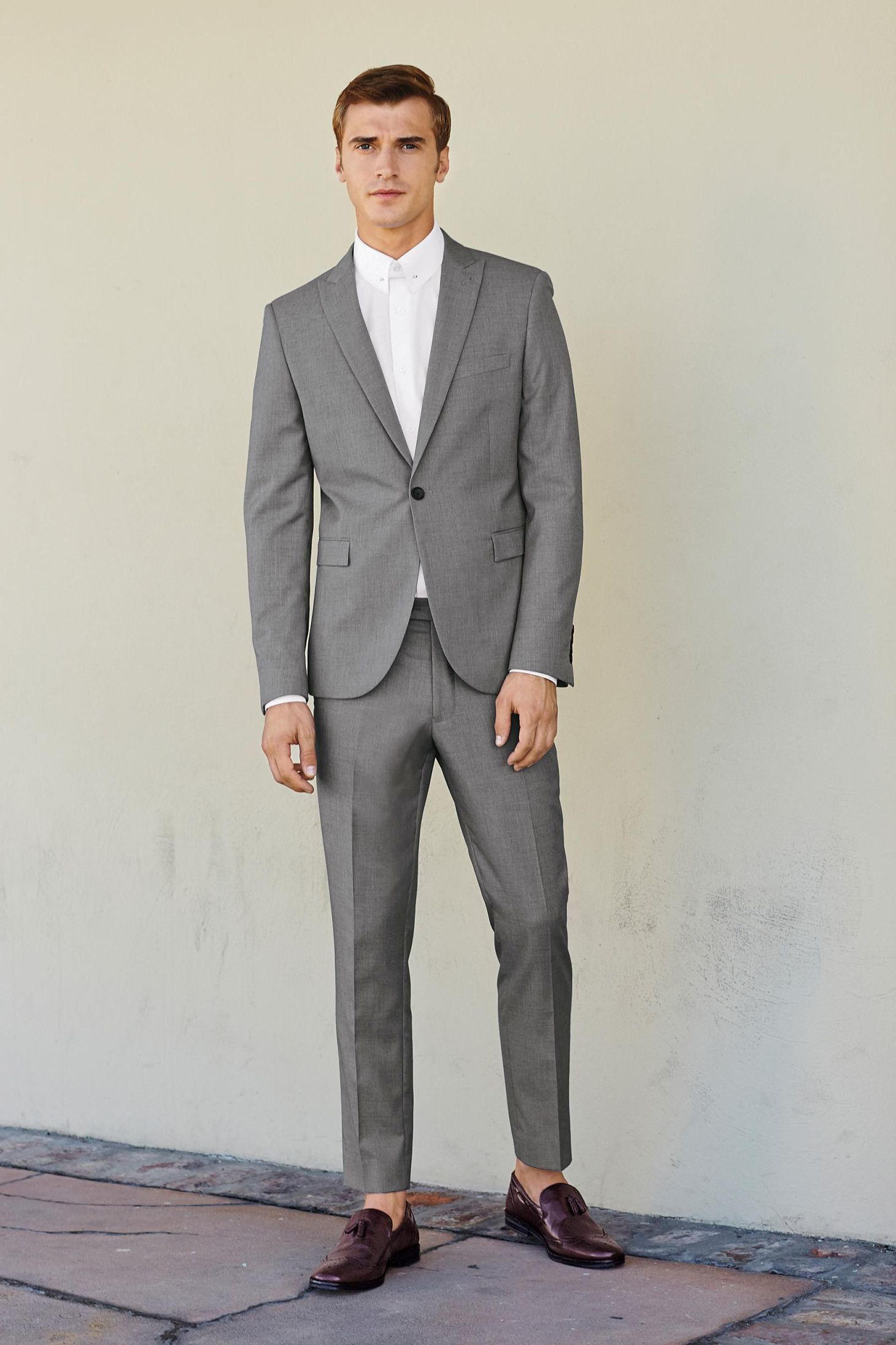 Grey and white suit go suits for Black suit burgundy shirt