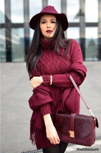 How to Wear a Burgundy Wool Hat For Women: For chic style without the need to sacrifice on practicality, we like this off-duty combination of a burgundy knit sweater dress and a burgundy wool hat.