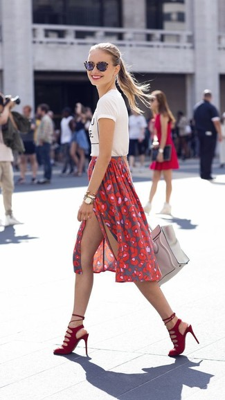 Which Midi Skirt To Wear With a White and Black Crew-neck T-shirt: If you love casual combos, then you'll love this combination of a white and black crew-neck t-shirt and a midi skirt. Complete this ensemble with red suede heeled sandals to take things up a notch.