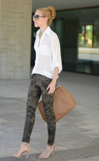 How to wear: brown leather tote bag, beige leather heeled sandals, olive camouflage skinny jeans, white button down blouse
