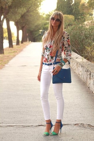 How to wear: blue leather crossbody bag, blue suede heeled sandals, white skinny jeans, white floral button down blouse