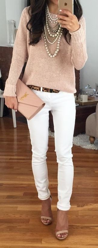 How to wear: beige leather clutch, beige leather heeled sandals, white skinny jeans, beige crew-neck sweater