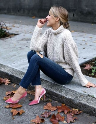 How to wear: hot pink velvet pumps, navy ripped skinny jeans, beige knit turtleneck