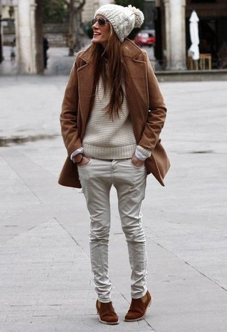 How to wear: brown suede chelsea boots, beige jeans, beige cable sweater, brown coat