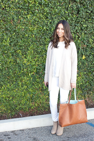 How to wear: beige suede ankle boots, white jeans, white cable sweater, beige open cardigan