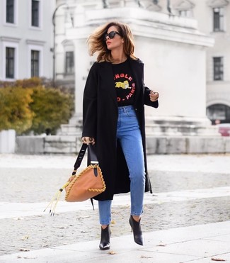 How to wear: black leather ankle boots, blue jeans, black print crew-neck sweater, black coat