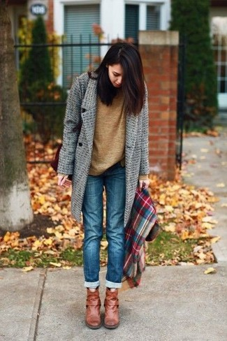How to wear: tobacco leather ankle boots, blue jeans, brown crew-neck sweater, grey coat