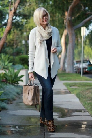 How to wear: brown leopard suede ankle boots, navy jeans, black crew-neck sweater, white open cardigan