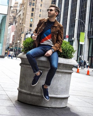 How to wear: navy leather low top sneakers, navy jeans, navy print crew-neck sweater, brown suede shirt jacket