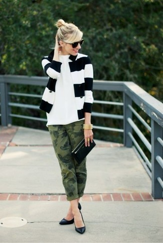 How to wear: black leather pumps, olive camouflage jeans, white crew-neck t-shirt, white and black horizontal striped blazer