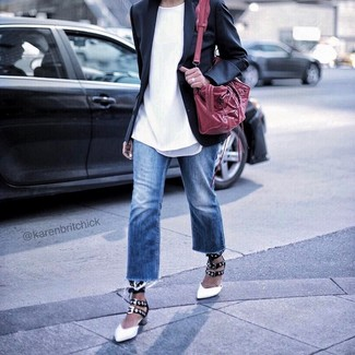 How to wear: white and black leather pumps, blue jeans, white crew-neck t-shirt, black blazer