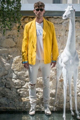 How to wear: white canvas high top sneakers, white ripped jeans, white and blue print crew-neck t-shirt, yellow linen blazer