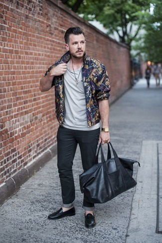 How to Wear Black Jeans For Men: A navy print bomber jacket and black jeans have proven themselves as absolute menswear must-haves. Add a pair of black leather loafers to your look to effortlessly ramp up the classy factor of your getup.