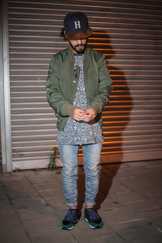 How to wear: black suede low top sneakers, light blue jeans, navy floral crew-neck t-shirt, olive bomber jacket