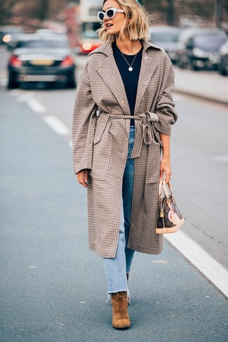 How to wear: tan suede ankle boots, light blue jeans, black crew-neck t-shirt, brown plaid coat