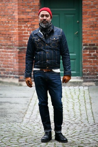 How to wear: black leather desert boots, navy jeans, white crew-neck t-shirt, navy denim jacket