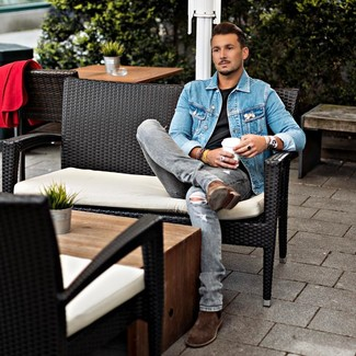 How to wear: brown suede chelsea boots, grey ripped jeans, black crew-neck t-shirt, blue denim jacket