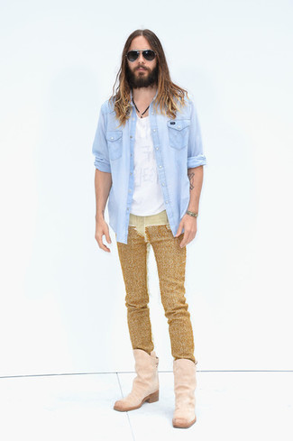 How to wear: pink suede cowboy boots, gold jeans, white crew-neck t-shirt, light blue denim shirt