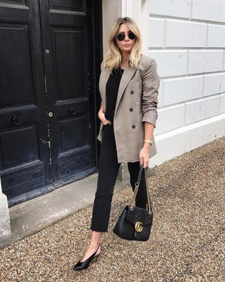 How to wear: black leather pumps, black jeans, black crew-neck t-shirt, brown plaid double breasted blazer