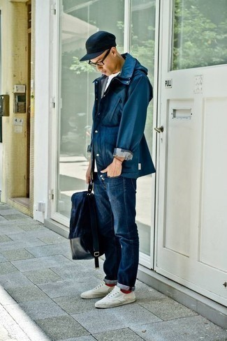 How to Wear Red Socks For Men: For relaxed dressing with a twist, you can go for a navy field jacket and red socks. You know how to breathe an extra touch of style into this outfit: white canvas low top sneakers.