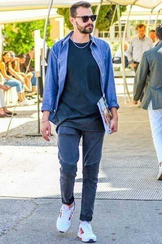How to Wear a Navy Crew-neck T-shirt For Men: If the setting permits relaxed casual style, consider wearing a navy crew-neck t-shirt and navy jeans. For something more on the daring side to finish this getup, complete this outfit with a pair of white athletic shoes.