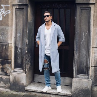 How to wear: white low top sneakers, blue ripped jeans, white crew-neck t-shirt, light blue overcoat