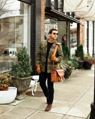How to wear: brown suede chelsea boots, black jeans, black crew-neck t-shirt, olive camouflage shawl cardigan