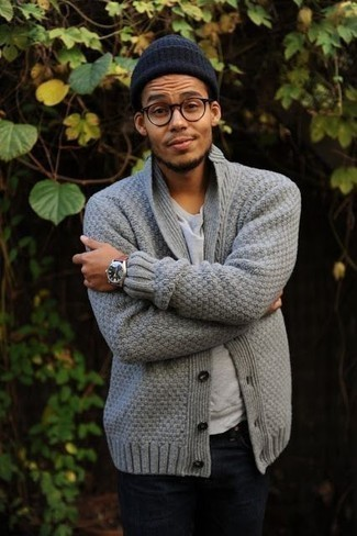 How to Wear a Navy Beanie For Men: Wear a grey shawl cardigan with a navy beanie to be both urban and comfortable.