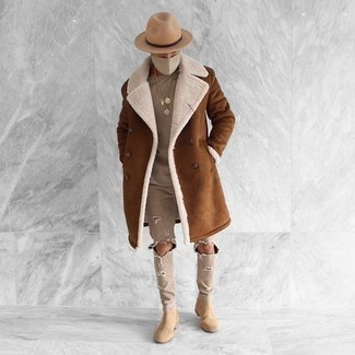 How to Wear Beige Suede Chelsea Boots For Men: This laid-back pairing of a brown shearling coat and beige ripped jeans is super easy to put together in next to no time, helping you look amazing and prepared for anything without spending too much time digging through your wardrobe. Get a little creative on the shoe front and polish off this outfit with a pair of beige suede chelsea boots.