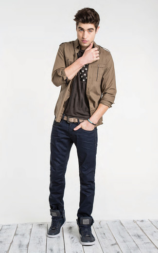 How to wear: black leather high top sneakers, navy jeans, dark brown print crew-neck t-shirt, brown shirt jacket