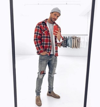 How to wear: grey suede chelsea boots, grey ripped jeans, grey crew-neck t-shirt, red plaid shirt jacket