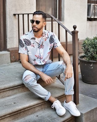 How to Wear Dark Green Sunglasses For Men: You'll be surprised at how easy it is for any man to pull together an off-duty outfit like this. Just a light blue print short sleeve shirt and dark green sunglasses. For footwear, stick to a more elegant route with a pair of white canvas low top sneakers.