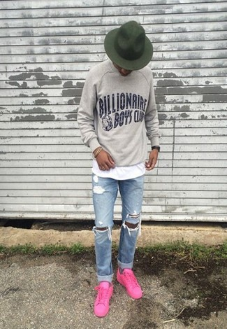 How to wear: hot pink low top sneakers, light blue ripped jeans, white crew-neck t-shirt, grey print sweatshirt
