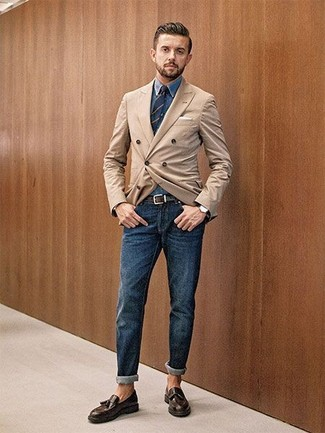 How to wear: dark brown leather tassel loafers, navy jeans, blue denim shirt, tan double breasted blazer