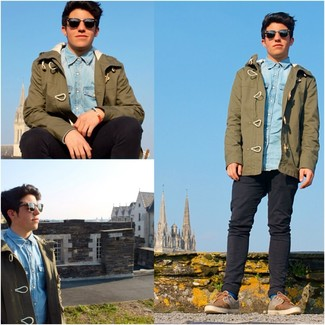 How to wear: brown suede low top sneakers, black jeans, light blue denim shirt, olive parka