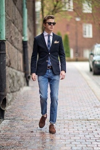 Men's Looks & Outfits: What To Wear In 2020: Breathe personality into your day-to-day outfit choices with a navy blazer and blue jeans. Finishing with brown suede oxford shoes is the most effective way to add some extra depth to your outfit.