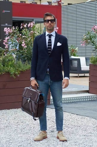 How to Wear Grey Sunglasses For Men: If you're obsessed with comfort styling when it comes to your personal style, you'll appreciate this off-duty combo of a navy blazer and grey sunglasses. If you want to instantly up this getup with one piece, choose a pair of beige canvas derby shoes.