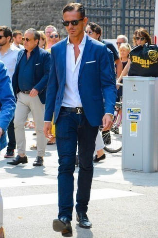 How to Wear a Gold Watch For Men: Consider teaming a blue blazer with a gold watch for an edgy ensemble that's easy to wear. Give a different twist to your getup by finishing off with black leather loafers.