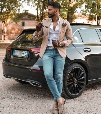 How to Wear Light Blue Jeans For Men: A tan blazer and light blue jeans are a pairing that every fashionable gent should have in his menswear arsenal. Tan suede tassel loafers will put an elegant spin on an otherwise mostly dressed-down look.