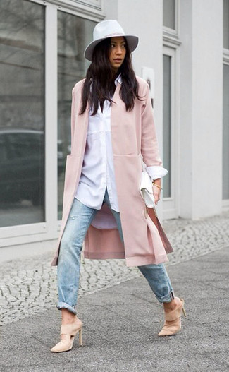 How to wear: beige suede mules, light blue ripped jeans, white dress shirt, pink coat