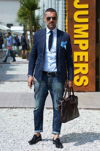 How to wear: black leather loafers, navy jeans, white dress shirt, navy cotton double breasted blazer