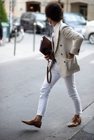 How to Wear a Brown Leather Zip Pouch For Men: A beige double breasted blazer and a brown leather zip pouch? This is easily a wearable ensemble that you could rock on a day-to-day basis. To give your overall outfit a more refined spin, complete your look with brown leather loafers.